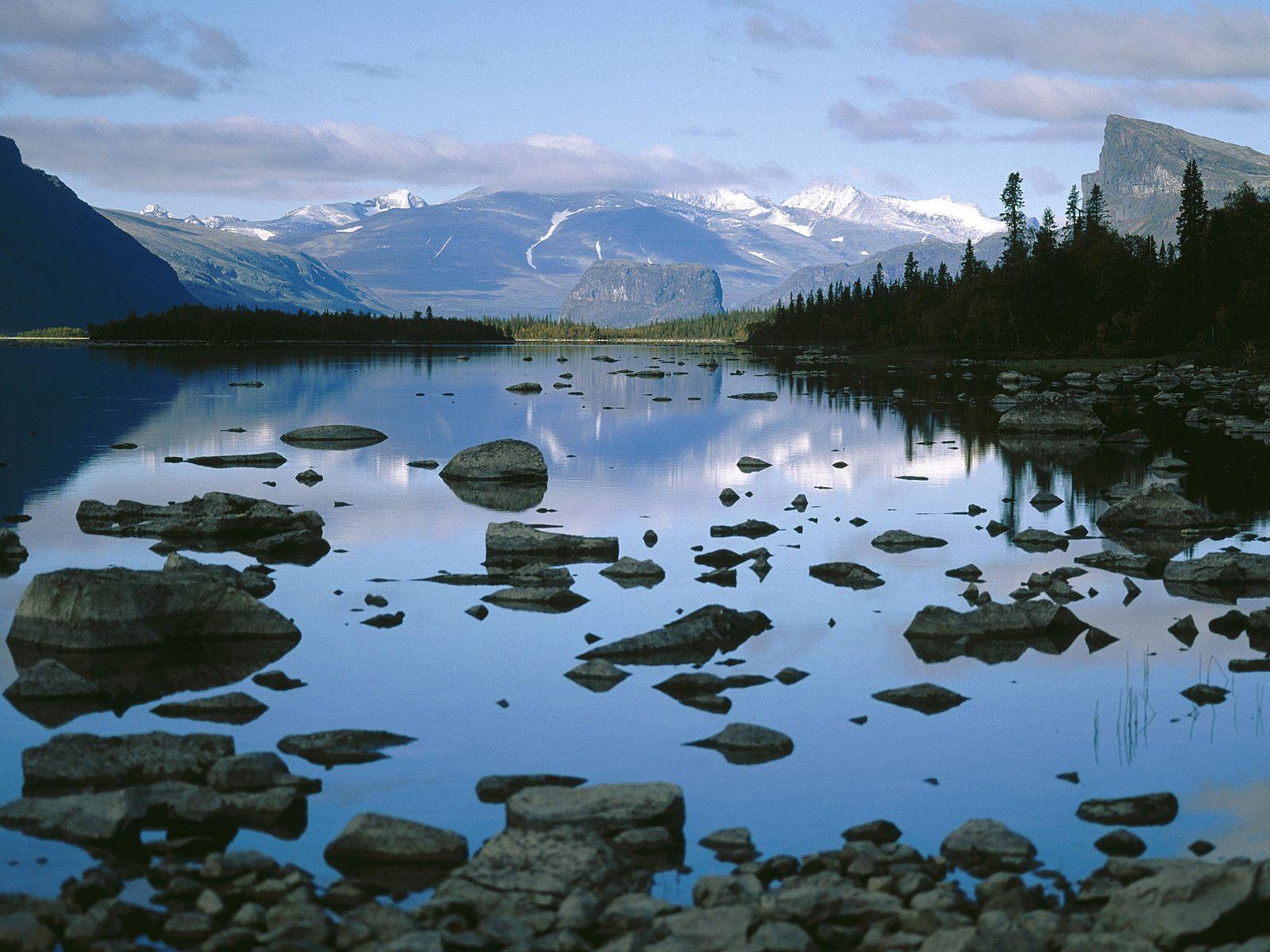 http://1.bp.blogspot.com/-OzsLmhnMOgk/TrvYOJz9O4I/AAAAAAAABFM/fb6epGFZLAw/s1600/Laitaure+Lake%252C+Sarek+National+Park%252C+Sweden.jpg