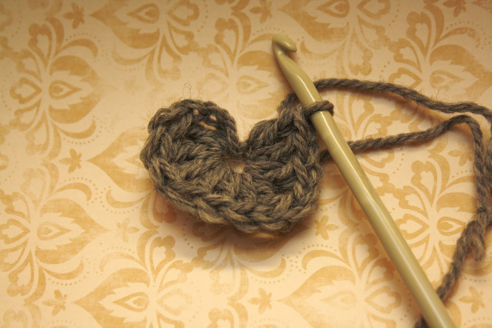 Crochet Stitches Dtr : How To Crochet a Heart: {crochet} A Heart
