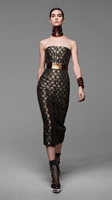 Alexander McQueen, se inspira en la miel y las abejas,  para vestir a una mujer femenina y muy sensual, esta es la propuestas de  primavera verano 2013 9