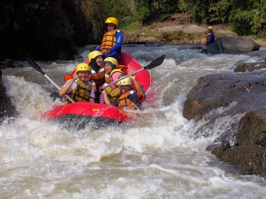 Paket Rafting di Sungai Cisadane Bogor