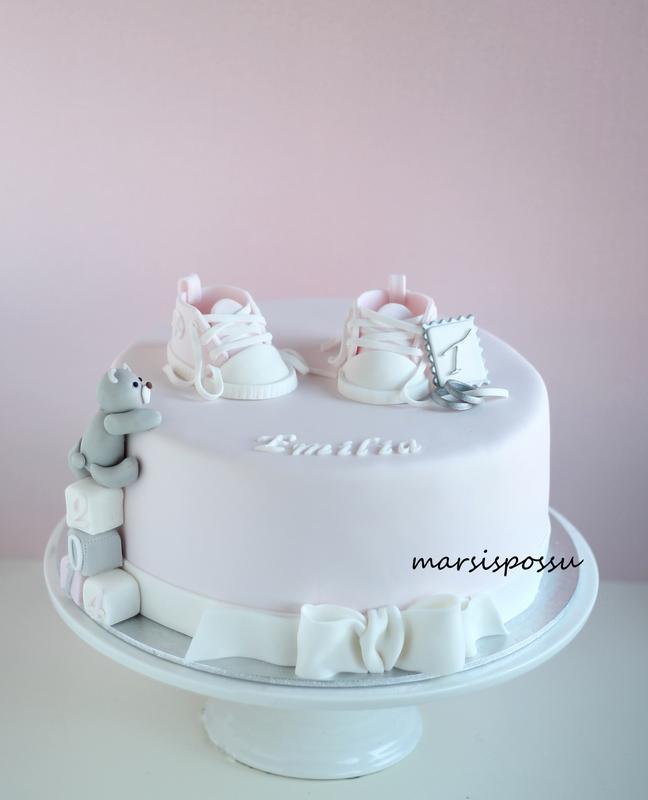 kakku ristiäisiin ja avioliiton siunaamistilaisuuteen