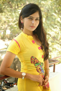 actress madhumitha Pictures at cut chesthe pm 030.jpg