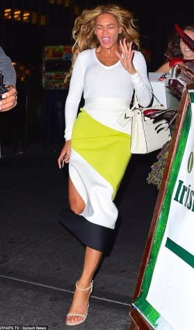 Beyonce pulls faces for camera as she steps out in NYC (photos)  2C0FCC8B00000578-3225891-image-m-106_1441683783656
