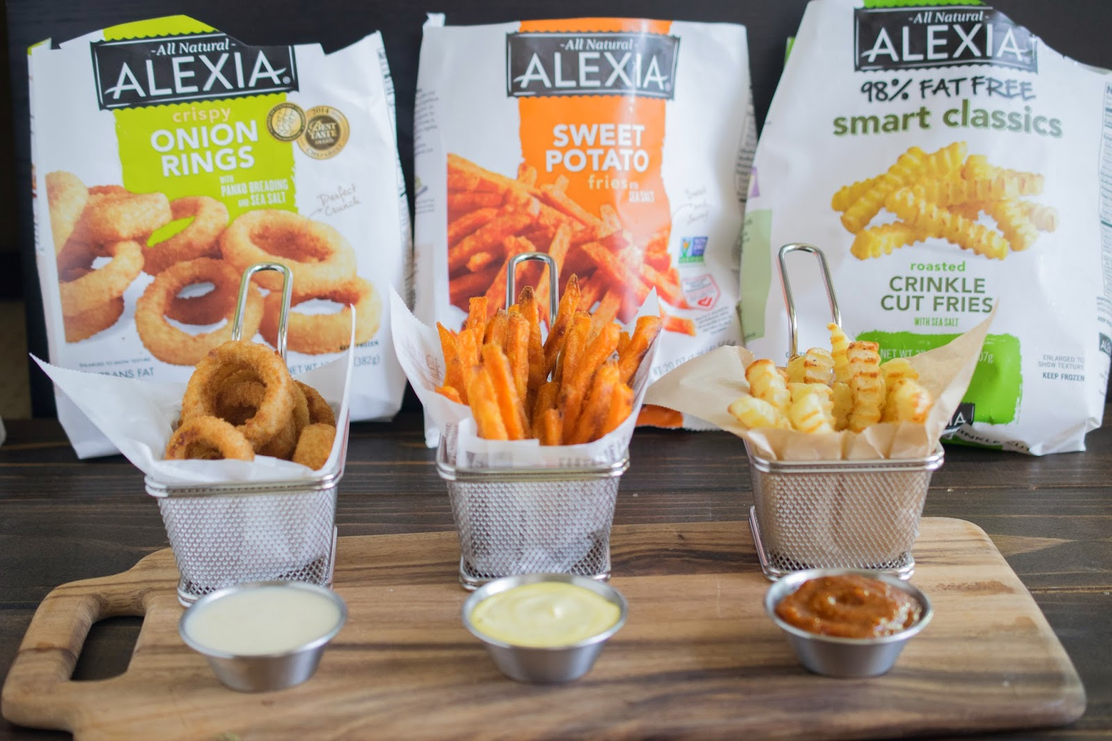 Alexia fries and onion rings with around the world dips #gametimegrub
