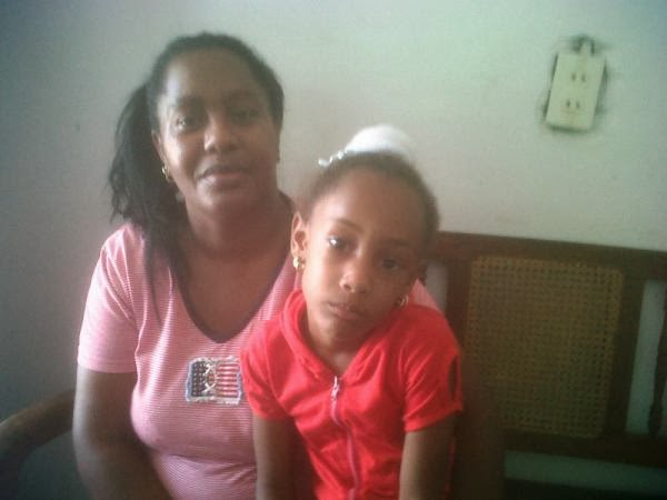 http://1.bp.blogspot.com/-P0DE8dYDvBM/UlrxlMWiBOI/AAAAAAAAPNA/OupkjMbWu5c/s1600/DamarisMoyawith+child.jpg