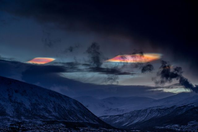 Rare colorful 'cloudships' appear above the Arctic Circle Ufo%2Bcloudships%2Barctic%2B%25283%2529
