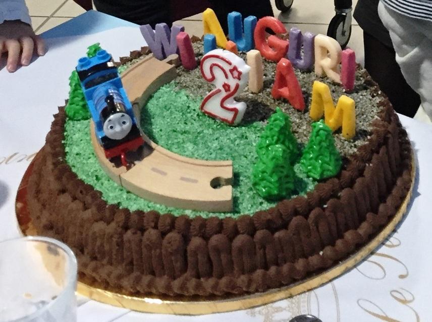 Il giardino degli aromi torta trenino thomas for Decorazioni torte trenino thomas