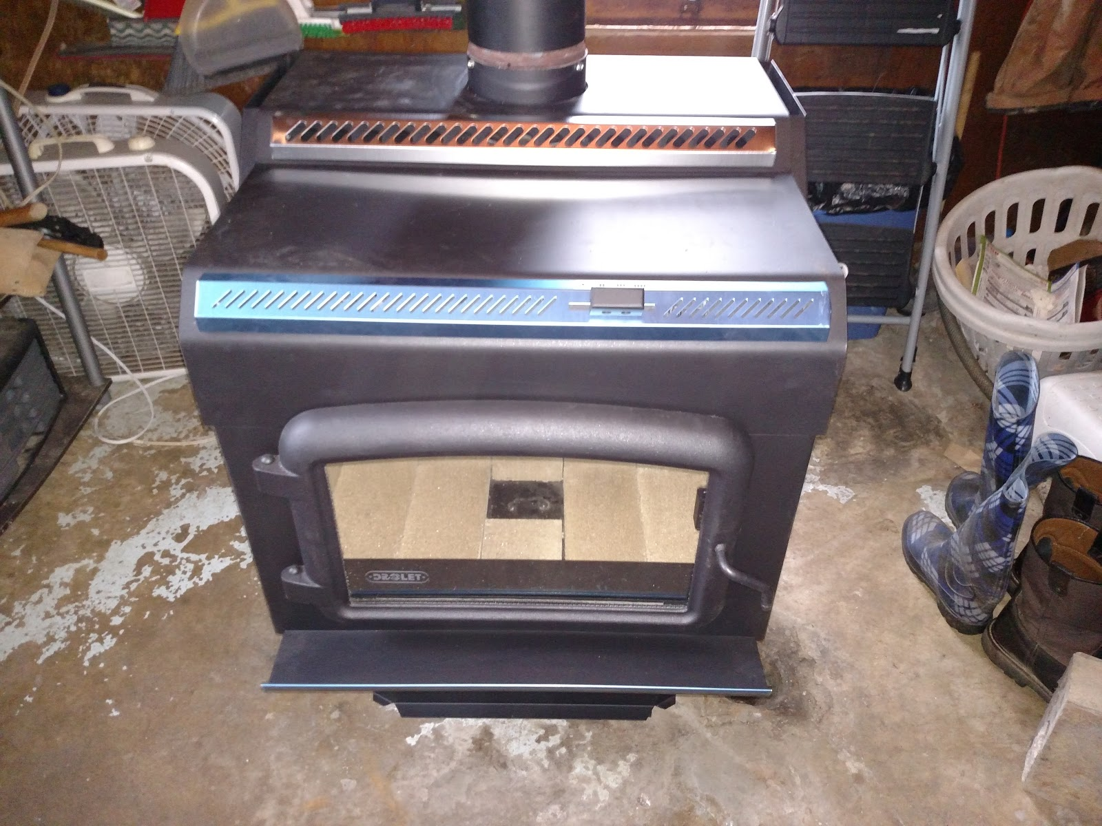 Muddy Geek: Drolet HT-2000 Extra Large Wood Stove
