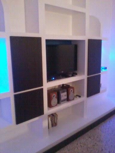 Dise os mueble para tv terminado con puertas de madera y - Mueble para tv con puertas ...