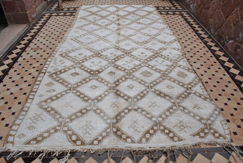 beyond marrakech beni ouarain carpet boutique. Black Bedroom Furniture Sets. Home Design Ideas
