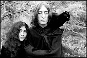 Foto John Lennon, Yoko Ono dan kucing kesayangannya