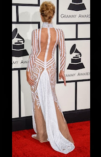 Парис Хилтън в бяла рокля с впечатляващ гръб на Грами 2014