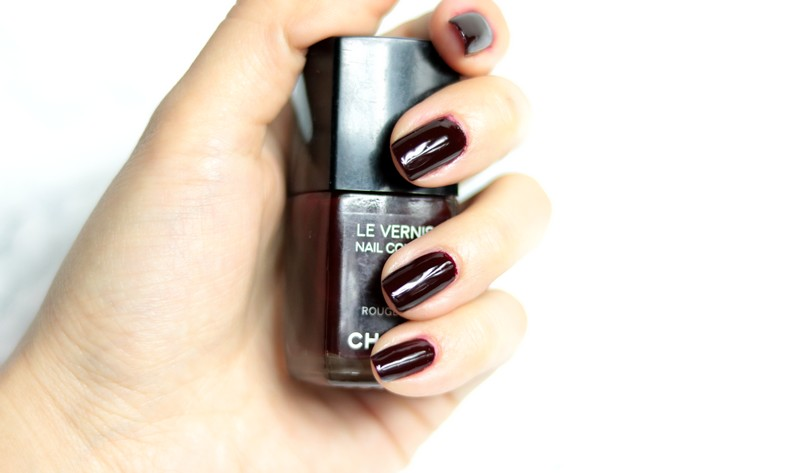 Rouge noir Chanel vernis