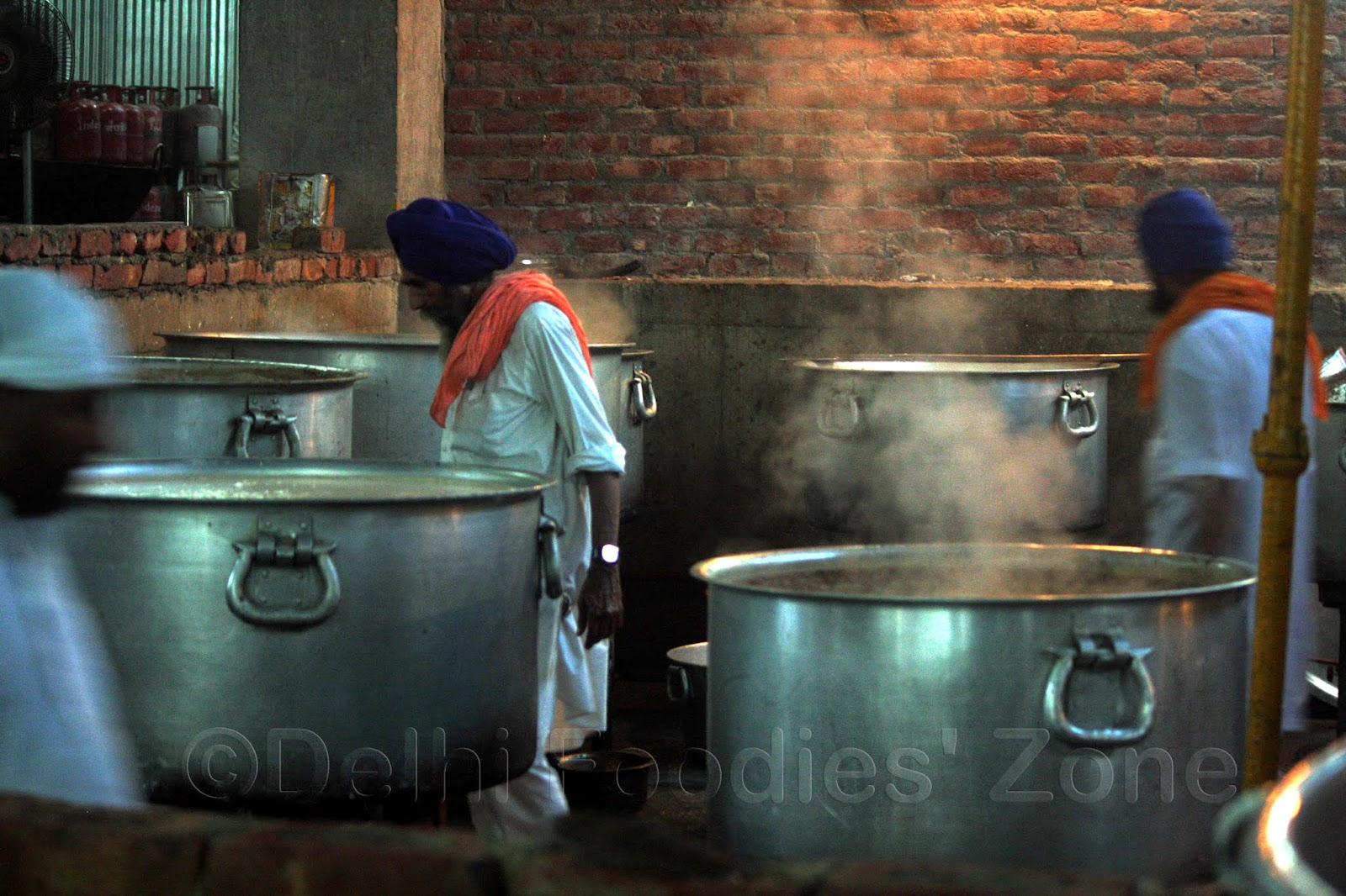 delhi foodies zone behind the scenes of golden temple langar langar golden temple