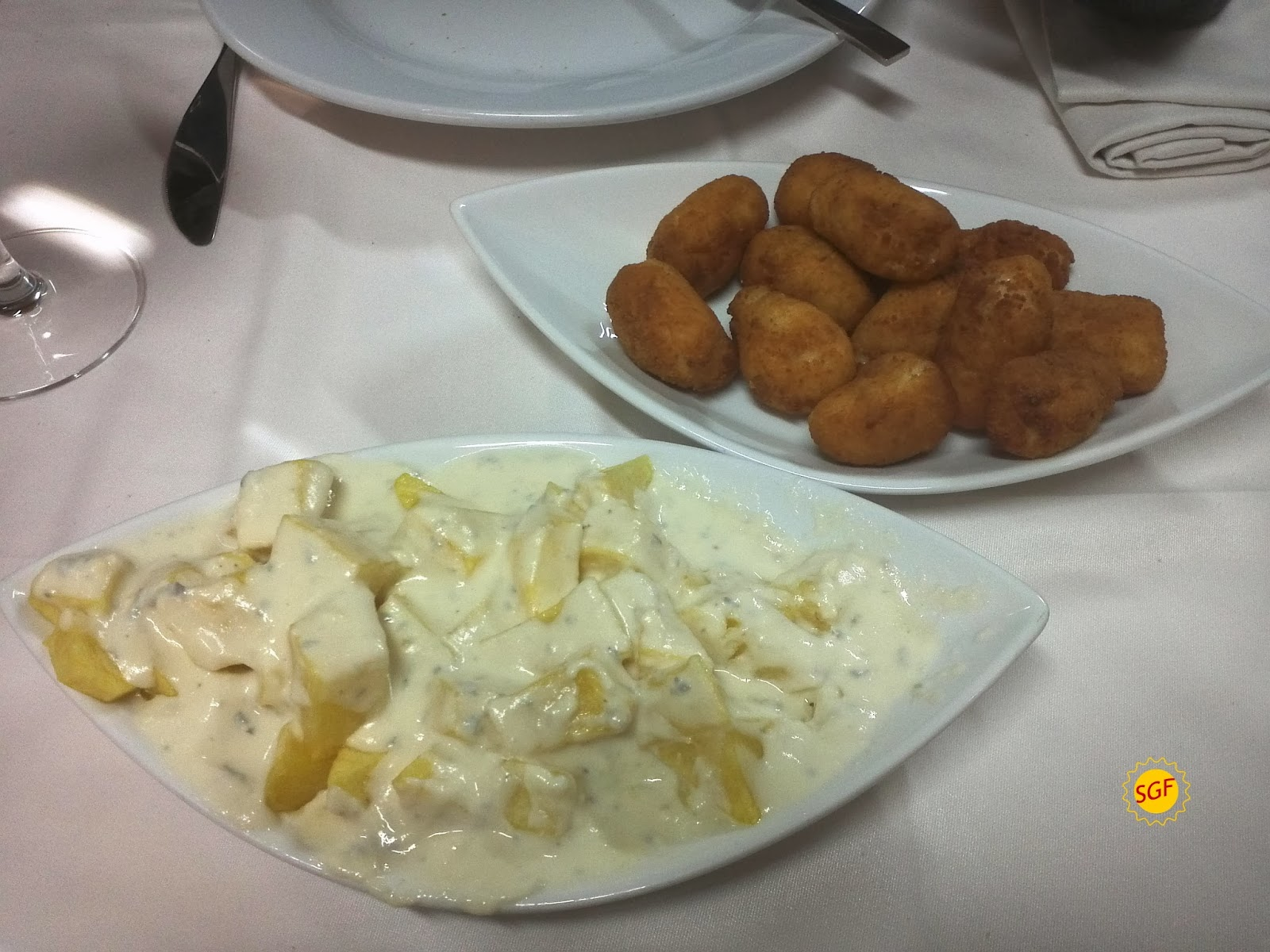 Potatoes with Cabrales and croquettes, Sidrería Narcea