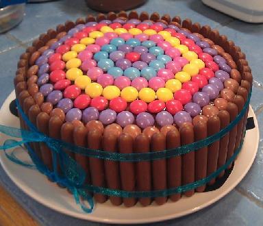 Cette fois-ci, je lai fait en version gâteau surprise.... avec des ...