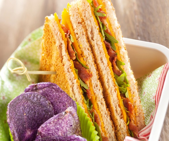 Club Sandwich Bacon Et Cheddar Chips De Vitelotte