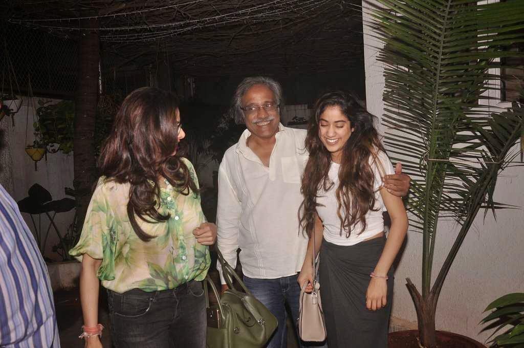 Sridevi & Jhanvi Kapoor snapped in new look at 'Tapaal' screening