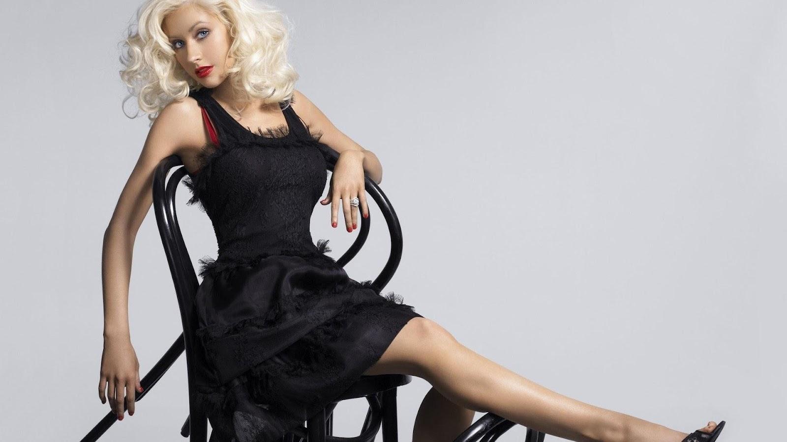 http://1.bp.blogspot.com/-P1wLj9AxZXY/UBy3NaKfCEI/AAAAAAAAKEM/QzKHhTJEOho/s1600/christina-aguilera-american-super-actress-pop-star-charm-woman-1080x1920.jpg