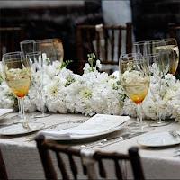 aranjament masa nunta din flori naturale