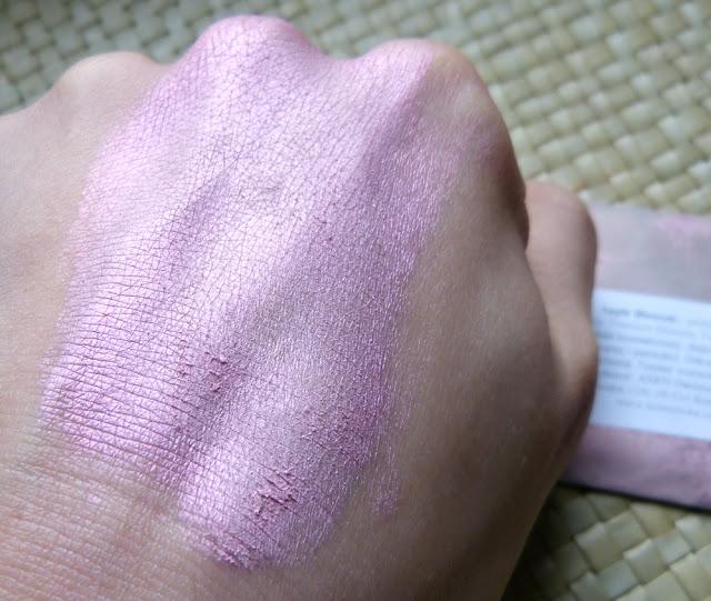 Do ust, do policzków, do oczu i jako rozświetlacze - różowe pigmenty