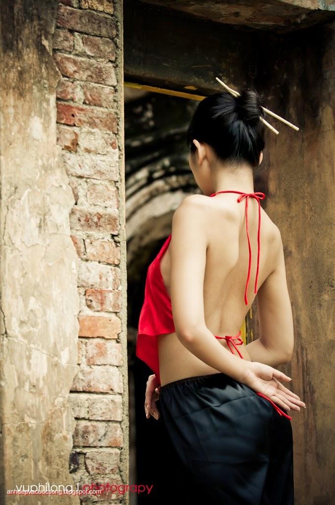 Thiếu nữ duyên dáng với áo yếm xưa 15