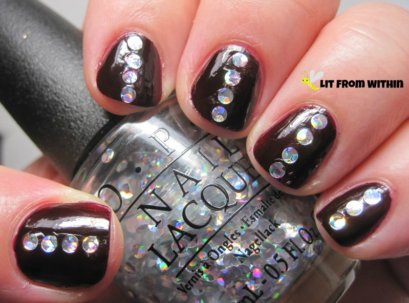 I could not resist the large circle holo glitters in OPI I Snow You Love Me