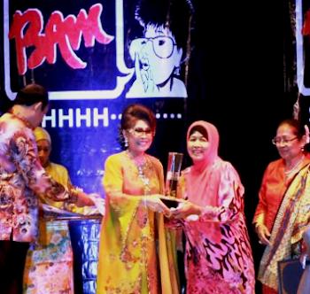Bekas Wartawan Hiburan, Bahyah Mahmood <br>  Terima Anugerah