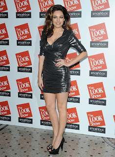 Kelly Brook posing for cameras on the red carpet