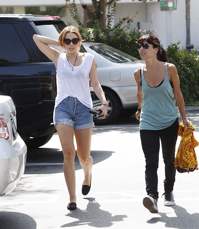 Miley Cyrus - Short Jeans Shopping in Los Angeles