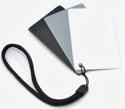 Set med tre kort, vitt, grått och svart