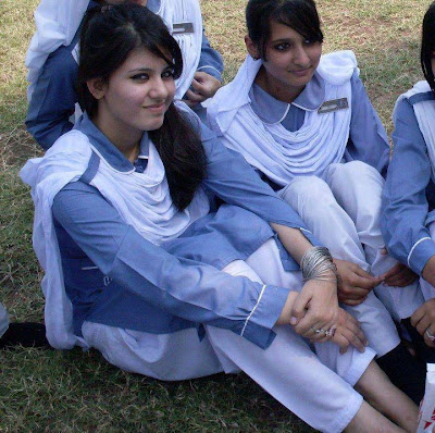 Beautiful School Ki Larkian