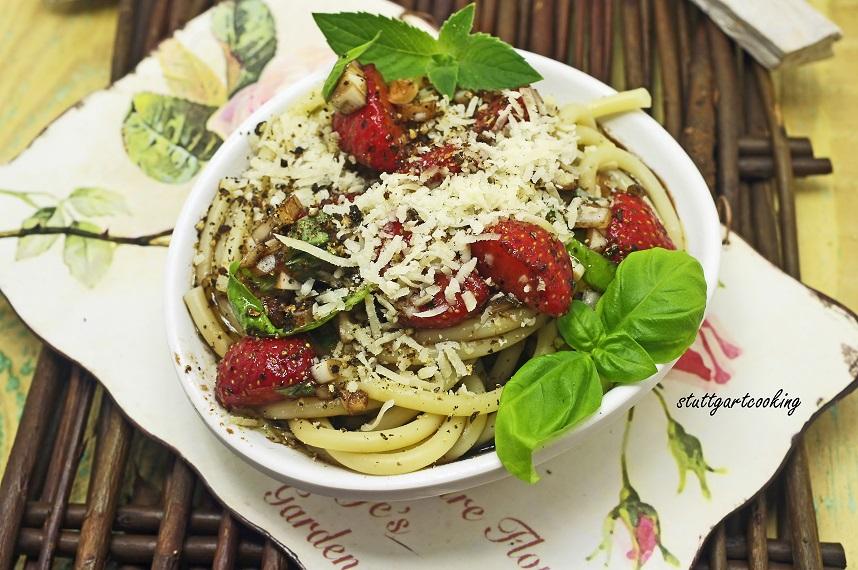 stuttgartcooking pasta salat mit erdbeeren parmesan. Black Bedroom Furniture Sets. Home Design Ideas