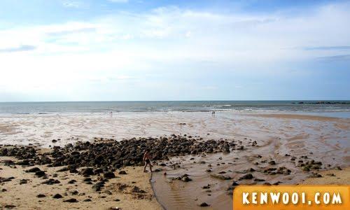kuching damai beach 1