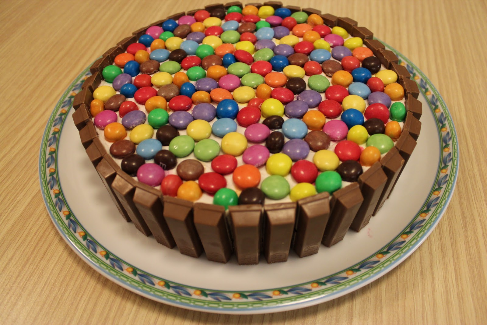 Cook lover torta smarties for Casa a forma di u con cortile