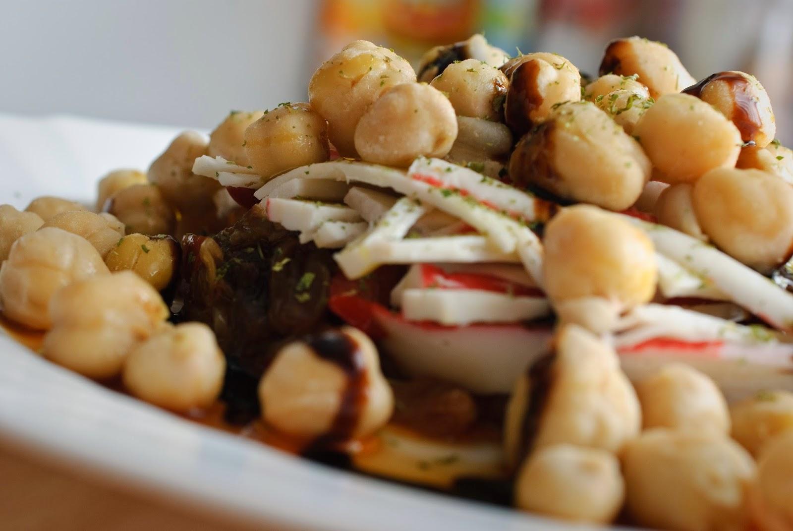 Ensalada de garbanzos; chickpea salad