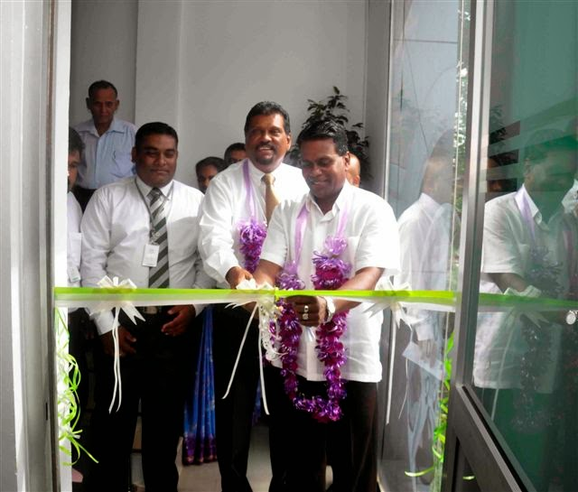 Mr. Ranjith Yasarathna, Deputy Mayor, Matara along with Mr. Fazal Ghaffoor, Chief Executive Officer, Amãna Takaful & Pushpitha Jayasekara, Matara Branch Manager cutting ribbon.jpg