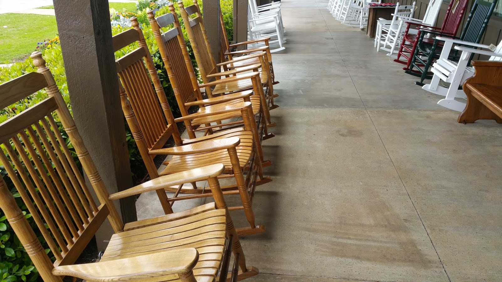 Travel blog by arlon boozer cracker barrel for Front porch furniture sale