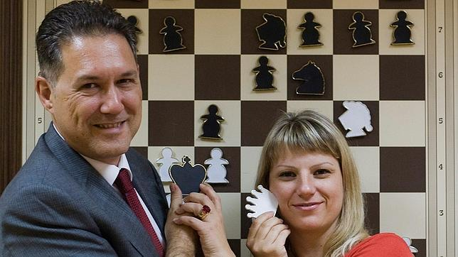 MIGUEL ILLESCAS Y OLGA ALEXANDROVA, INVITADOS DE HONOR DEL 25 ANIVERSARIO DE ROQUETAS