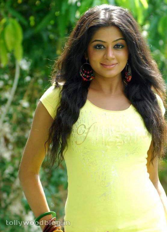 Priyamani  in Yellow Top - Hot Priyamani in Yellow Top