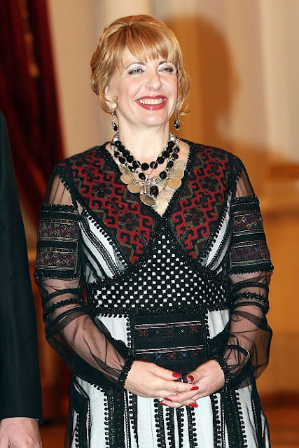 First Lady of Ukraine Kateryna Yushchenko in Borshchiv's embroidered dress from Roksolana Bogutska