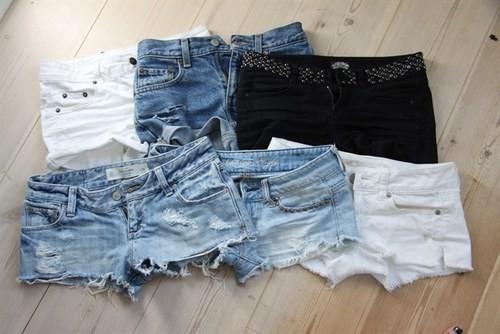 fc87e9896f056 No verão uma peça que é indispensável é o shortinho jeans