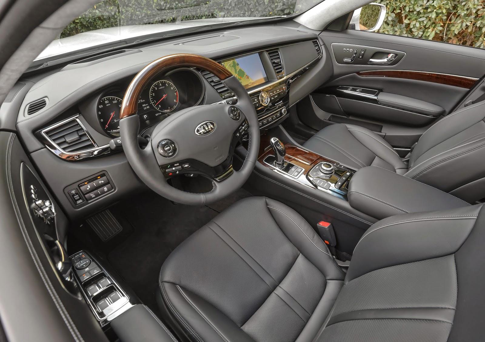 Interior view of 2015 Kia K900