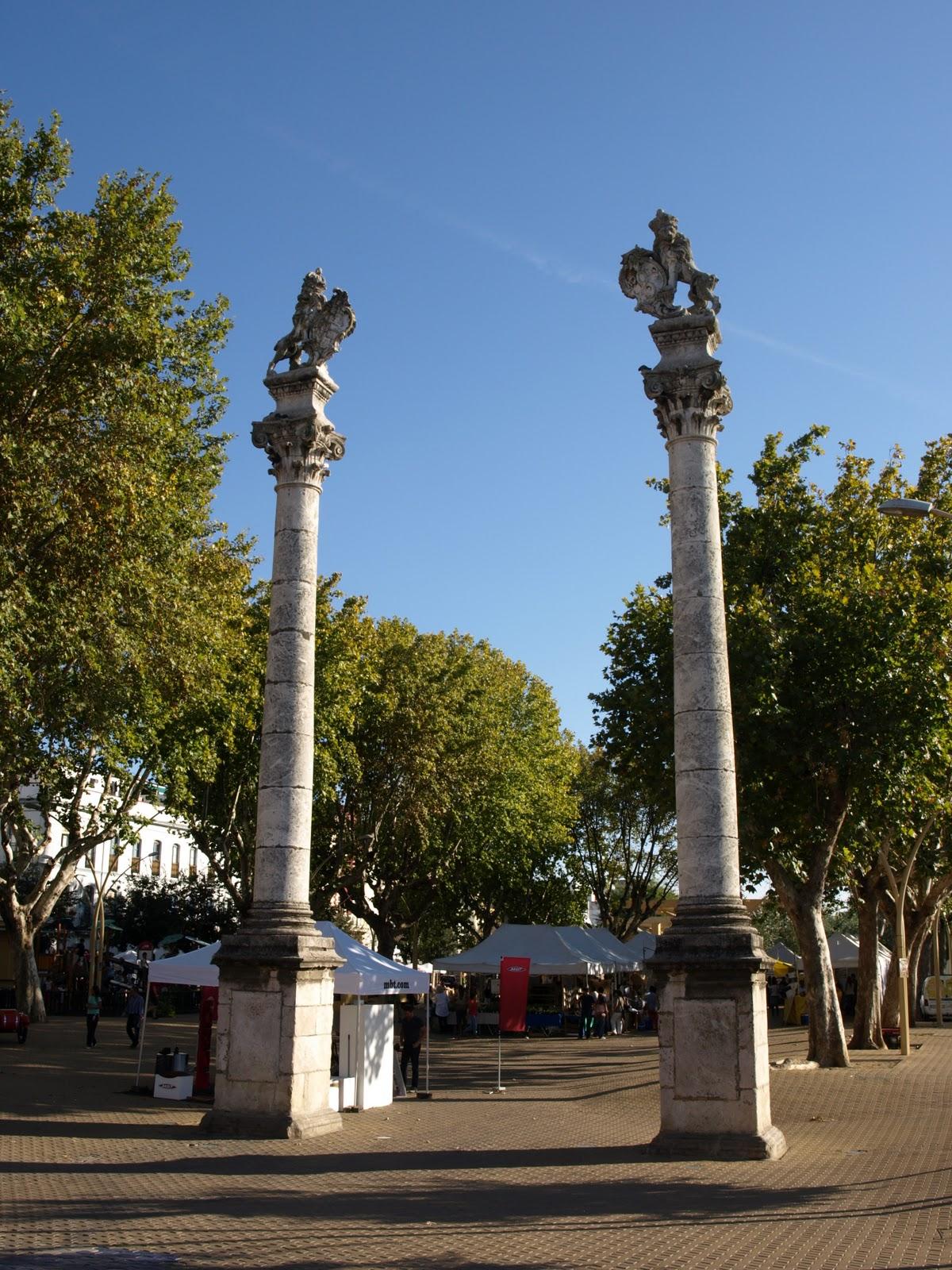 Sevilla daily photo los leones de la alameda - Jardines de hercules sevilla ...