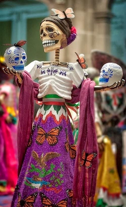 Bellas artesanias mexicanas de catrinas