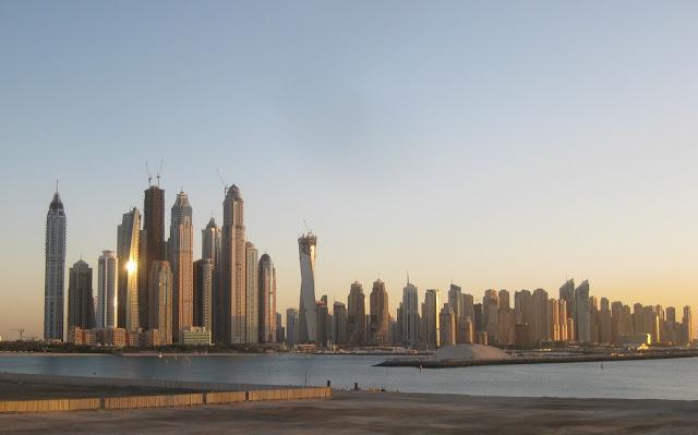 Blick auf Dubai und Baustellen Dezember 2011