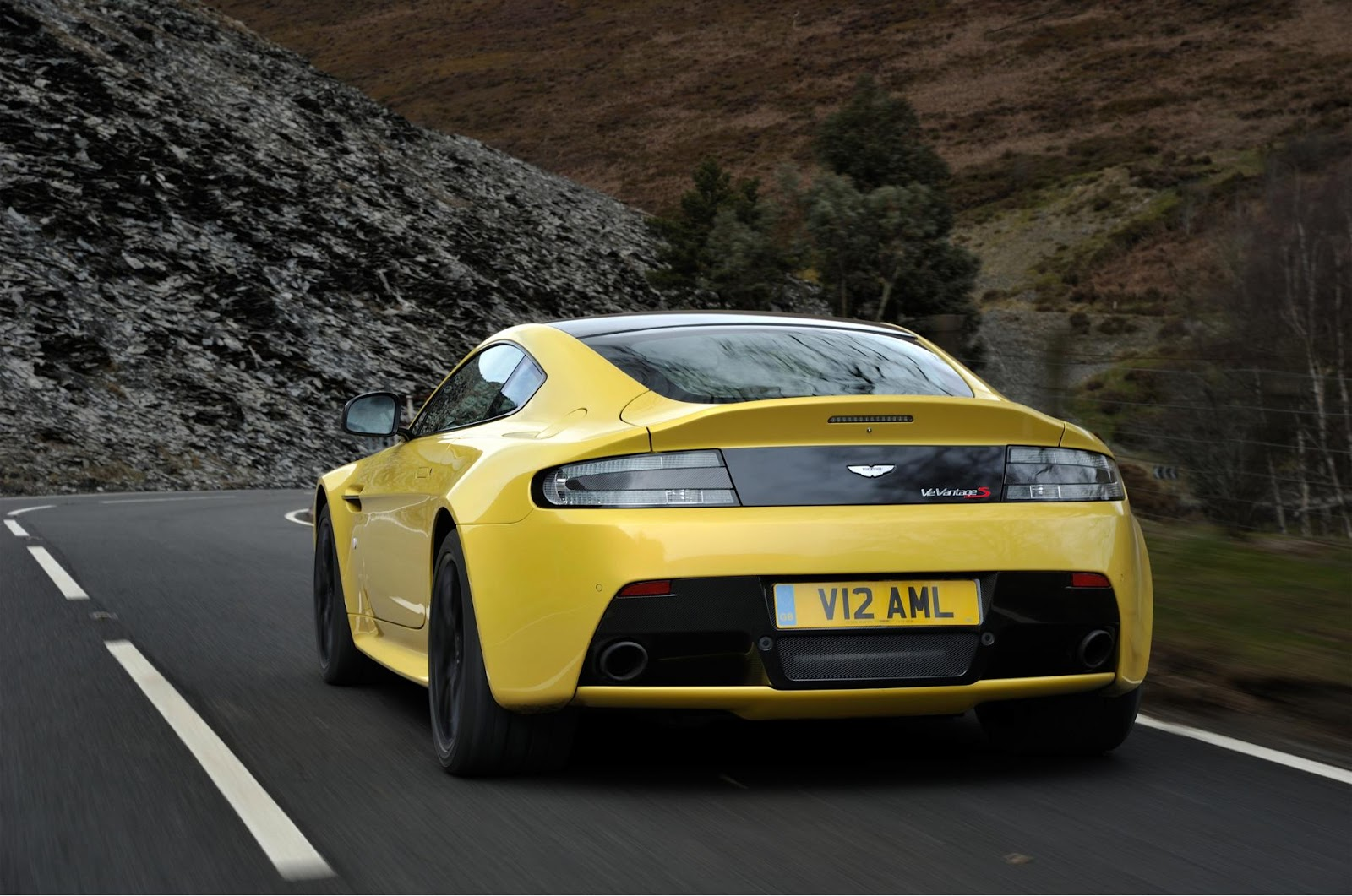 aston martin v12 vantage s 2014 hottest car wallpapers bestgarage. Black Bedroom Furniture Sets. Home Design Ideas