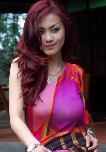 2012 foto ade fitrie hot seksi payudara besar artis indonesia