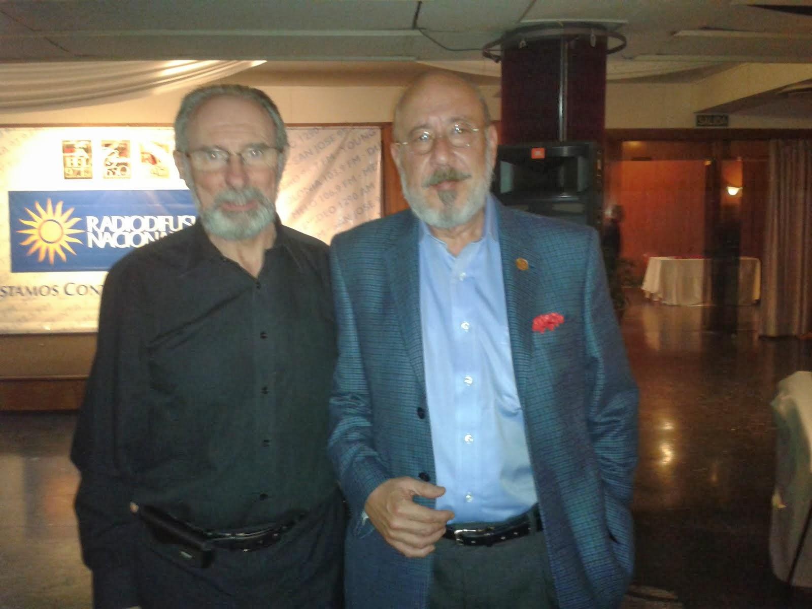 Roberto Bardecio Olivera con Sergio Sacomani, Director de Radiodifusión Nacional S.O.D.R.E.
