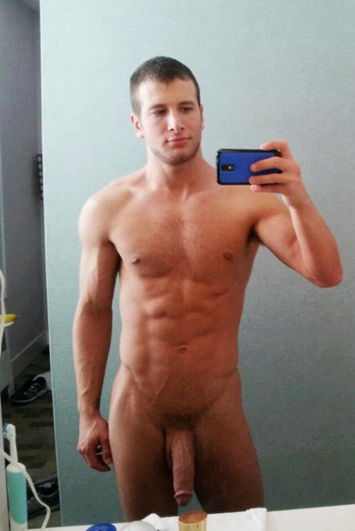 Hung Nude Men Selfies